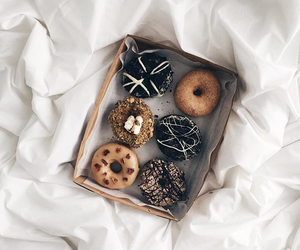 doughnut, minimalist, and donut image