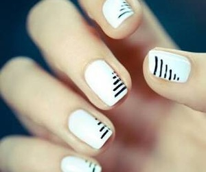 black and white, blanco, and nails image