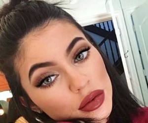 kylie jenner, makeup, and snapchat image