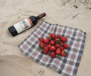 strawberry and wine image