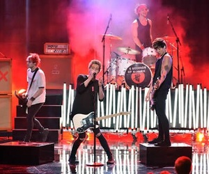 band, 5 seconds of summer, and michael clifford image