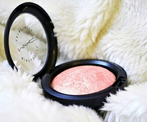 blogger, cosmetics, and M.A.C image