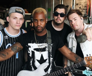 bands and set it off image