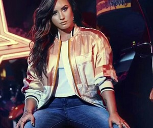 demi, music, and SNS image