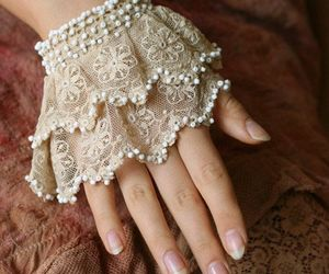 vintage, feminine, and lace image