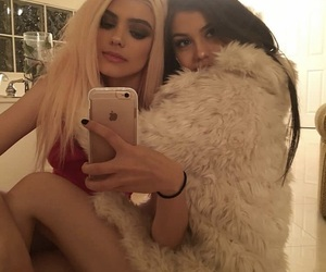 girls, tumblr, and best friend goals image