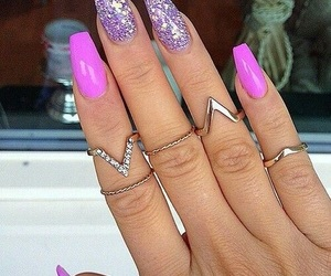 jewellery and nails image