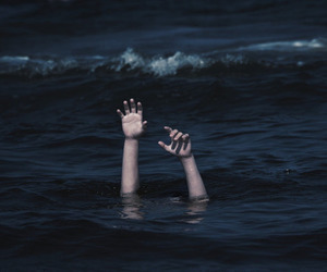 hands, ocean, and tumblr image
