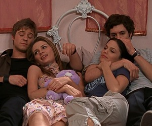 adam brody, seth cohen, and summer roberts image