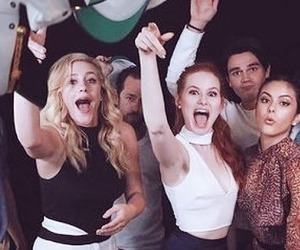 amo, serie, and riverdale image