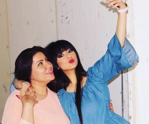 actor, sisters, and selfie image