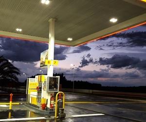 estacion and gasolineria image