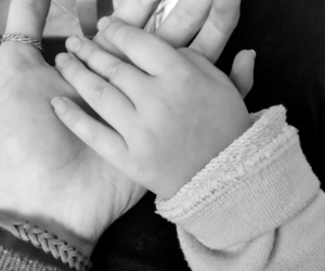 baby girl, bambina, and bianco e nero image