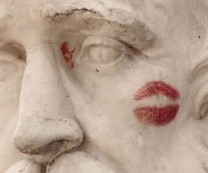 aesthetic, lipstick, and statue image