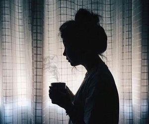 coffe, sombras, and girl image