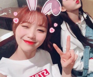 maknae, lvlz, and yejeong image