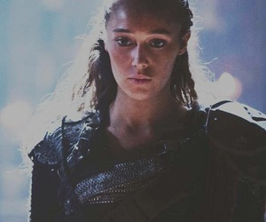 beauty, commander, and strong image