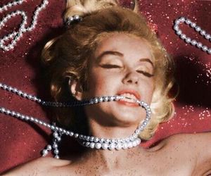 Marilyn Monroe, pearls, and vintage image