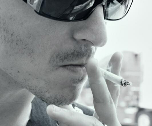 linkin park, chester bennington, and cigarette image