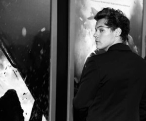 Harry Styles, black and white, and dunkirk image