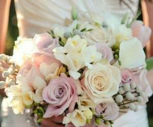wedding and wedding bouquet image