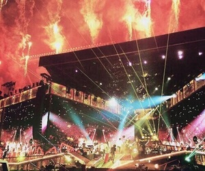 one direction, concert, and niall horan image
