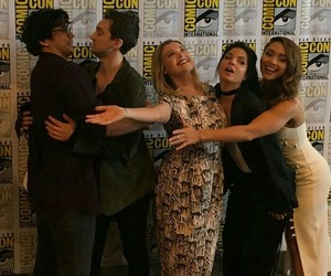 cast, comic con, and marie avgeropoulos image