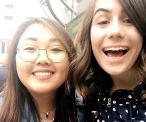 dodie clark, doddlevloggle, and doddleoddle image