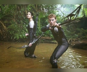 Jennifer Lawrence, hunger games, and sam clafin image