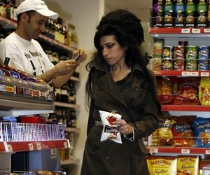 Amy Winehouse, celebrity, and singer image
