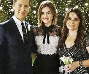 lucy hale, pretty little liars, and holly marie combs image