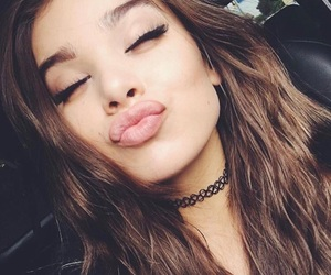 hailee steinfeld, kiss, and selfie image