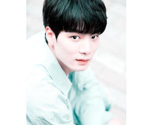 kim jonghyun, produce 101, and nu'est image