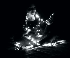 black and withe, luces, and navidad image