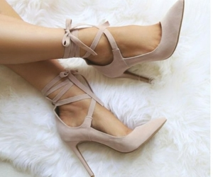 beige, chicas, and moda image