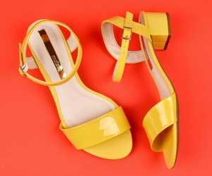 amarelo, shoes, and sandália image