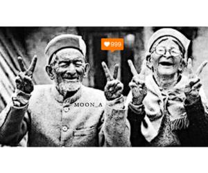 حب شباب بنات العراق and تحشيش black and white image