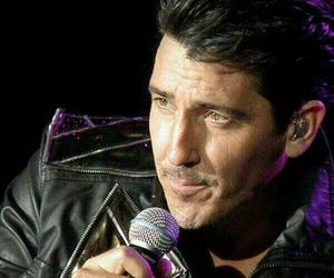 new kids on the block and jonathan knight image