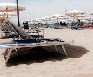 beach, float, and italië image