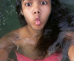 caras, girl, and piscina image