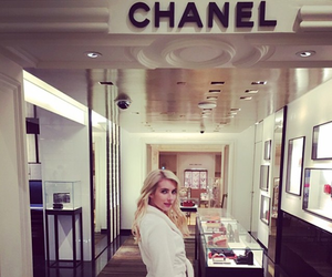 chanel, emma roberts, and scream queens image