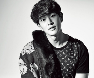 kpop, leader, and Onew image