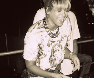black and white, smile, and beyonceknowles image