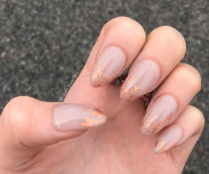 style, nails, and painted image
