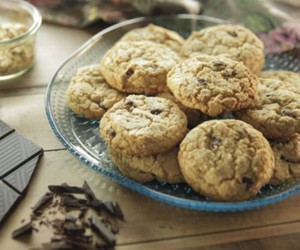 chocolate, chocolate chips, and Cookies image