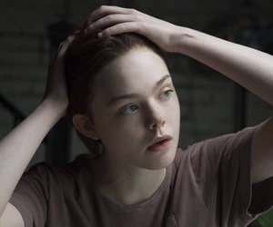 Elle Fanning and about ray image