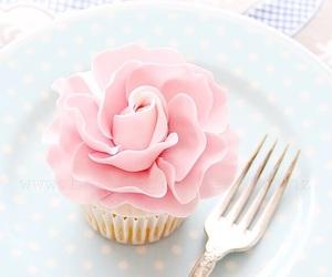 cupcake, pink, and dessert image