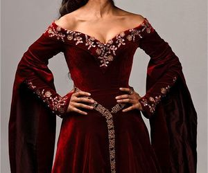 dress, guinevere, and medieval image