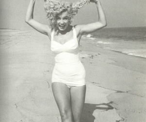 Marilyn Monroe, beach, and black and white image