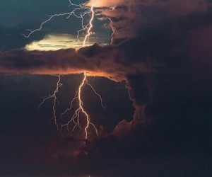 clouds, thunder, and océano image